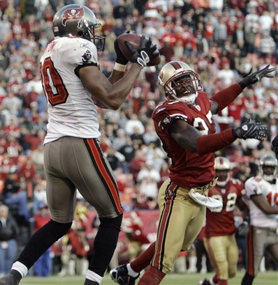 Tampa Bay Buccaneers wide receiver Michael Clayton, left, grabs a pass in the end zone past San Francisco 49ers cornerback Walt Harris (27) on a 2-point conversion attempt late in the fourth quarter of their game on Sunday afternoon.  Clayton came down with his feet out of bounds and San Francisco won 21-19.