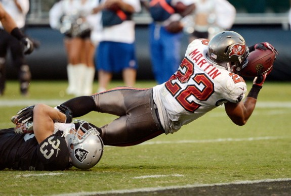 Martin's Huge Day Lifts Bucs; Top Raiders in Oakland 42-32